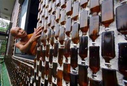 http://gellada.ru/i/2010/01/buddhist-temple-from-bottles-06.jpg