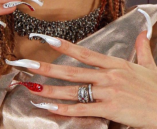 Если у девушки длинные ногти